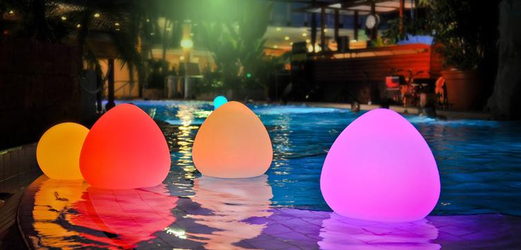 Smart & Green: schwimmfähige LED Wohlfühlleuchten